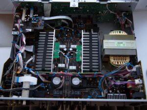 Pasante de YR-S700 voltios