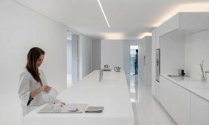 Villa minimalista blanca-cocina-300x180-1