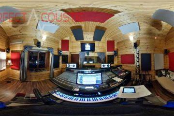 acústica de estudio con elementos absorbentes de sonido
