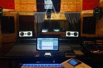 acústica de estudio con elementos fonoabsorbentes (2)
