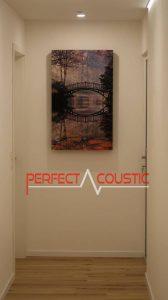 fényképes hangelnyelő panmel a folyosón